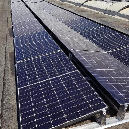 Abbildung von Solarzellen auf dem Dach
